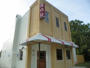 #003 Lamar Lounge